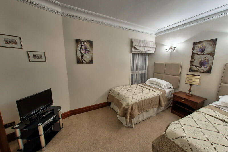 Twin Bedroom in Mayfair
