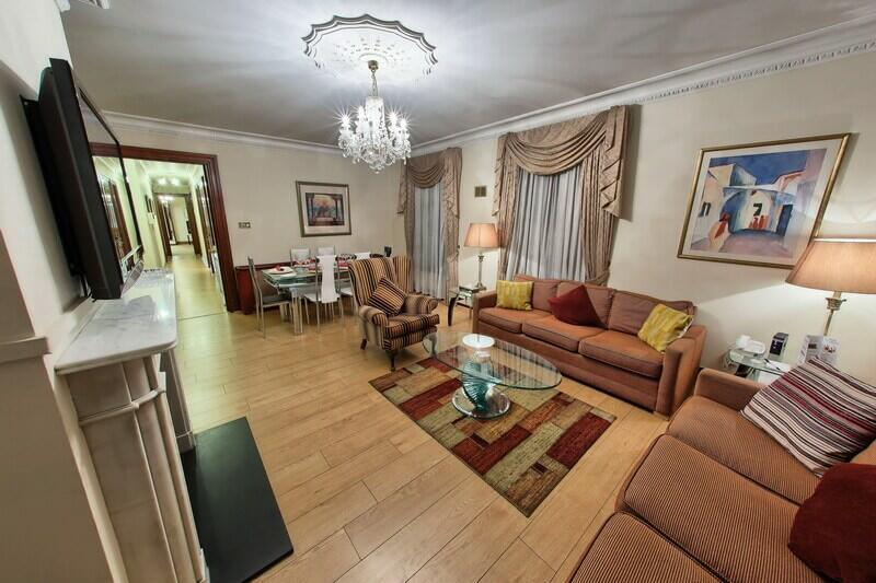 3 bed apartment in Mayfair with large living/dining area