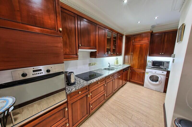 Mayfair apartment with large fitted kitchen