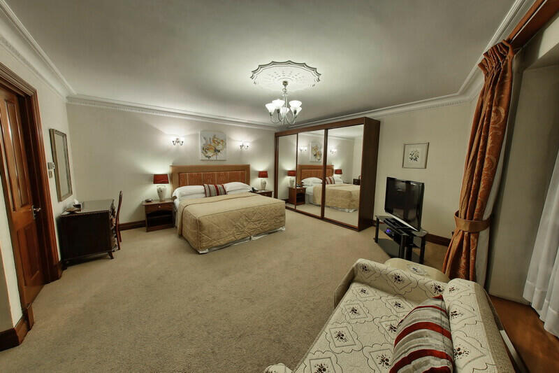 Huge double bedroom in Mayfair apartment