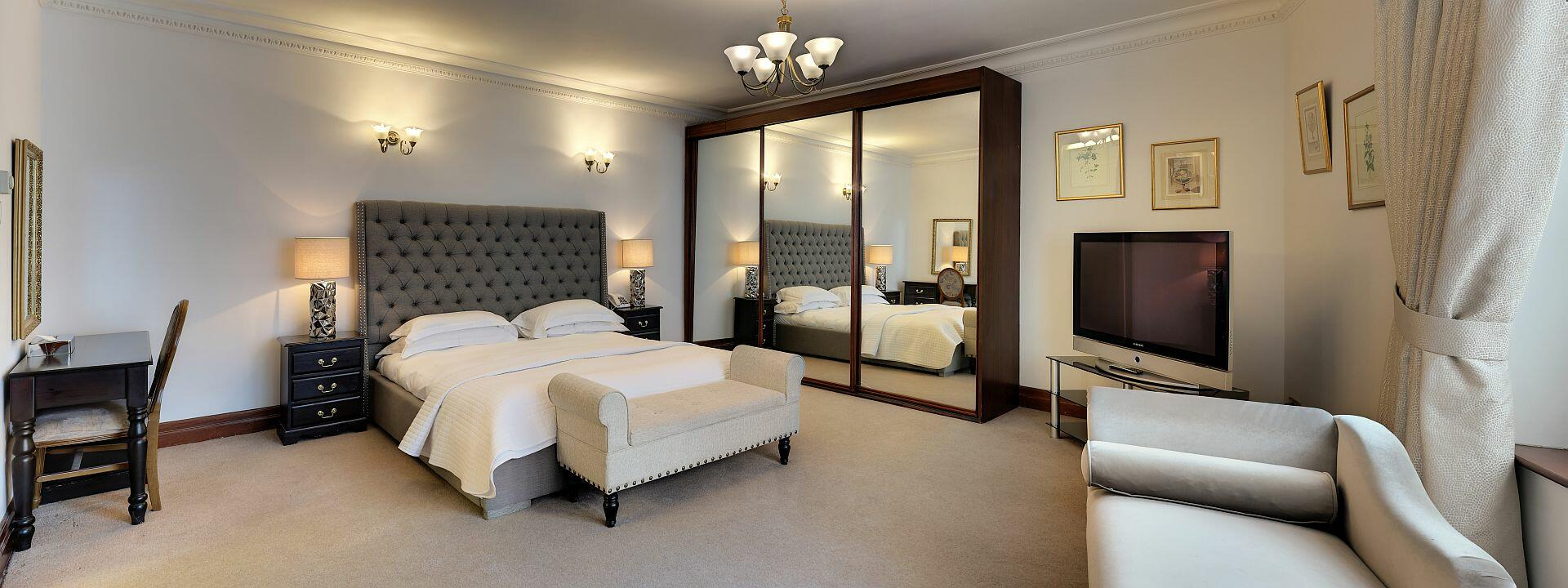 WELCOME TO CARLTON COURT London`s most luxurious 5 star boutique serviced apartments located in the heart of Mayfair