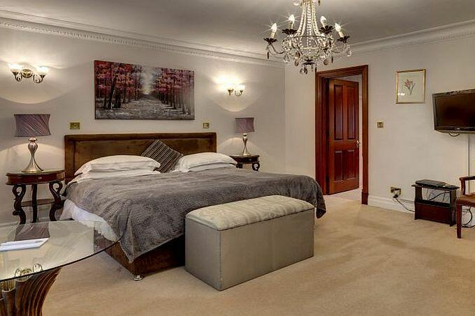 Five bedroom Town House in Mayfair